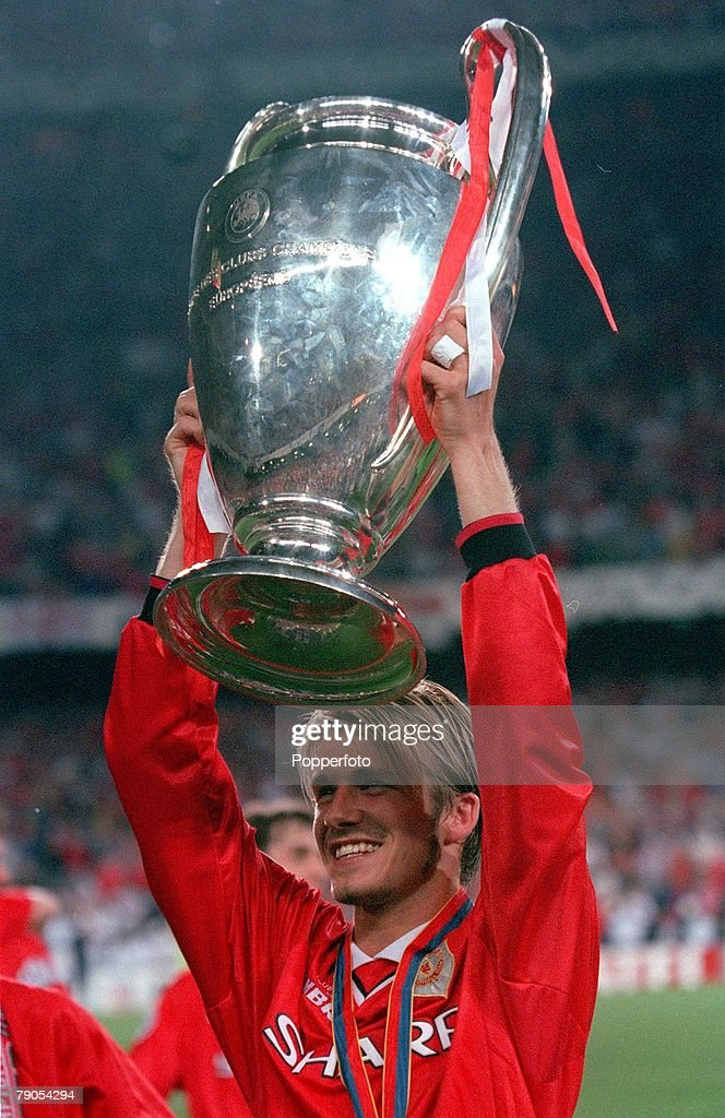 26th MAY 1999. UEFA Champions League Final. Barcelona, Spain. Manchester United 2 v Bayern Munich 1. Manchester United's David Beckham holds the European Cup trophy after the match : News Photo