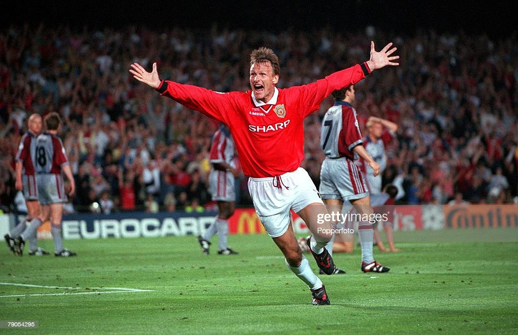 26th MAY 1999. UEFA Champions League Final. Barcelona, Spain. Manchester United 2 v Bayern Munich 1. Manchester United's Teddy Sheringham celebrates after scoring his late equalising goal : News Photo