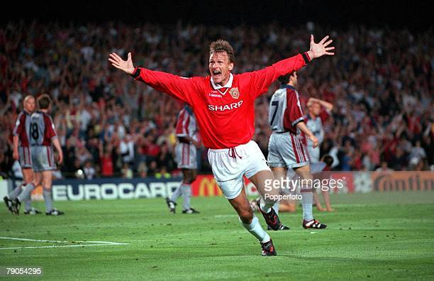 26th MAY 1999 UEFA Champions League Final Barcelona Spain Manchester United 2 v Bayern Munich 1 Manchester United's Teddy Sheringham celebrates after...