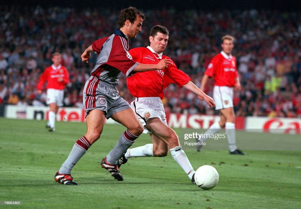 26th MAY 1999. UEFA Champions League Final. Barcelona, Spain. Manchester United 2 v Bayern Munich 1. Bayern Munich's Mehmet Scholl is beaten to the ball by Manchester United's Denis Irwin : News Photo