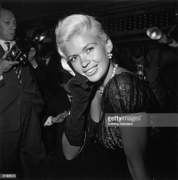 American actress Jayne Mansfield at a press reception at the Dorchester Hotel in London Mansfield is in London for the premiere of her new film 'Oh...