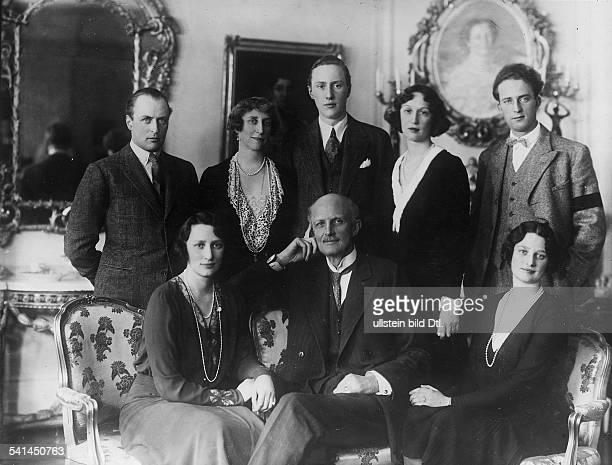 *27021861Prinz von Schweden Schwedenim Kreise seiner Familie zu seinem 70 Geburtstag in Stockholm Kronprinzessin Martha von Norwegen Prinz Carl von...