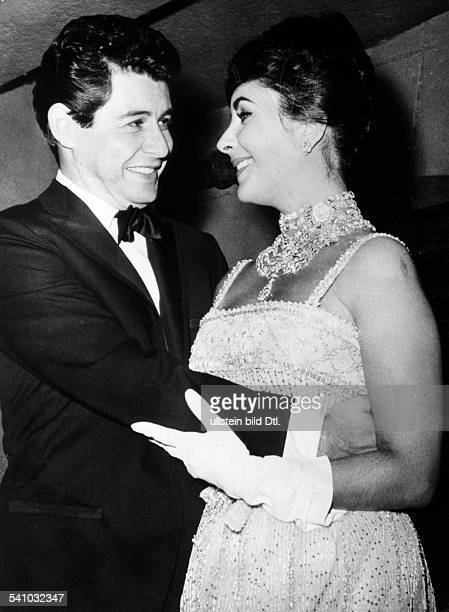*Schauspielerin USA tanzt mit Ehemann Eddie im `Leone' in New York