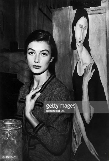 eigentlich Francoise Sorya *Filmschauspielerin Frankreichposiert als Jeanne Hebuterne neben einem Gemälde von Amedeo Modigliani in dem Film...