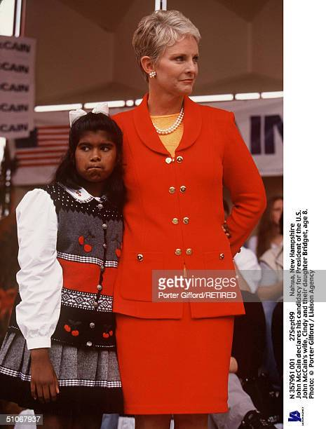 N 357961 001 27Sept99 Nahua New Hampshire John Mccain Declares His Candidacy For President Of The US John Mccain's Wife Cindy And Their Daughter...