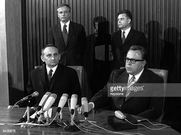 State Secretary Kohl addresses journalists about a traffic agreement between the German Republic and the DDR On the left is Egon Bahr Advisor to the...