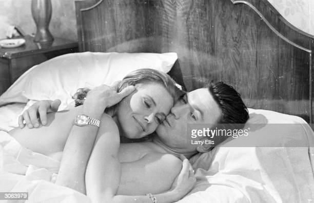The English actress Honor Blackman and the Lithuanian born actor Laurence Harvey in a scene from 'Life at the Top'