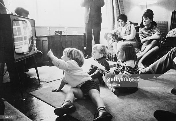 The reactions of 2-year-old twins John and Hugh Potter and their sister Claire to various television programmes are monitored by producer Molly Cox...