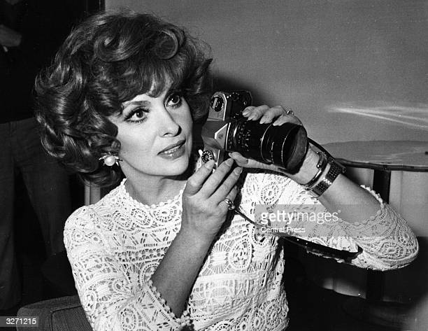 Italian actress Gina Lollobrigida and her camera at a press conference in London for the launch of her book of photographs 'Italia Mia'