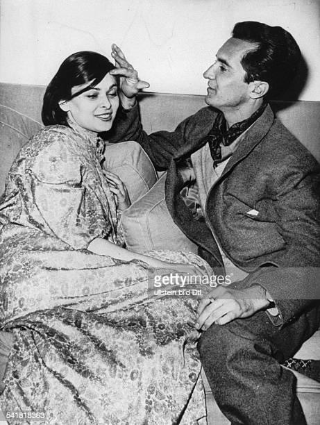 1931Schauspielerin, Italien- mit ihrem Ehemann, dem spanischenStierkämpfer Luis Miguel Dominguin- o.J. , erschienenin der BZ vom)