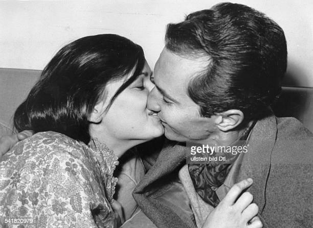 * Schauspielerin Italien mit ihrem Ehemann dem StierkämpferLuis Dominguin oJ erschienenin der BZ vom
