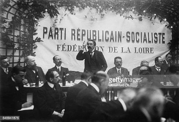 *28031862Politiker FrankreichRede bei einem politischen Bankett der Sozialistischen Partei in Saint Etienne im Departement La Loire