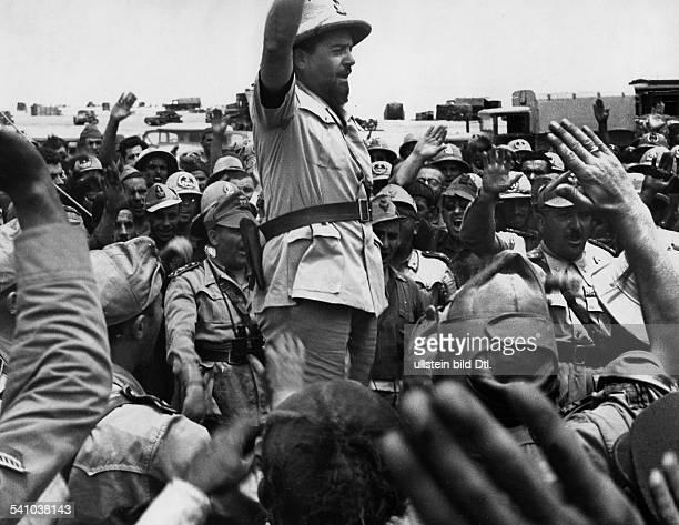 05061896 Offizier und Politiker I als Generalgouverneur von Libyen aufeinem seiner letzten Frontflüge entlangder ägyptischen Grenze vor...