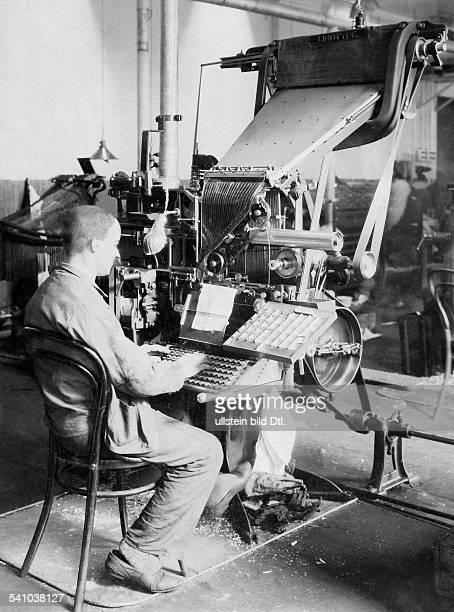 05061896 Offizier und Politiker IBeisetzung des während einesInformationsfluges von der eigenenLuftabwehr bei Tobruk abgeschossenenGeneralgouverneurs...