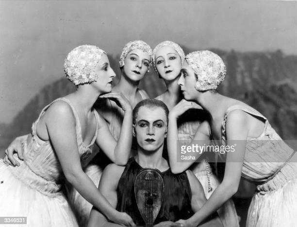 Russian Ballet dancers Lyubov Tchernicheva Alice Nikitina Alexandra Danilova Felia Doubrovska and Serge Lifar during a production of 'Apollon...