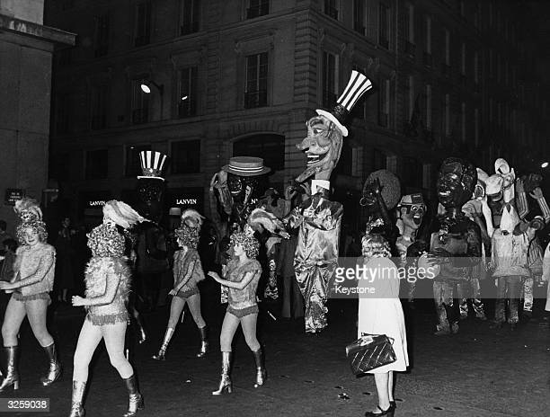 A parade marches through the Faubourg SaintHonore in Paris as part of the celebrations to mark the Bicentenary of American Independence