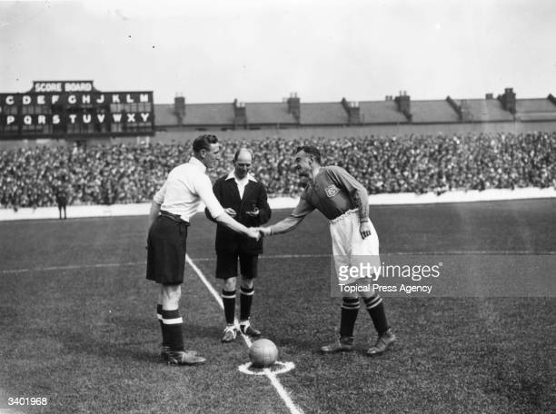 Spurs and Everton captains Elkes and Hart shake hands befor the kick off as Tottenham Hotspur play Everton at White Hart Lane