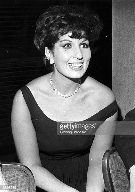 Popular English singer Alma Cogan