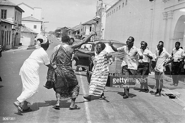 A crowd in Ghana welcoming a political prisoner who was released during the coup which led to the overthrow of Kwame Nkrumah