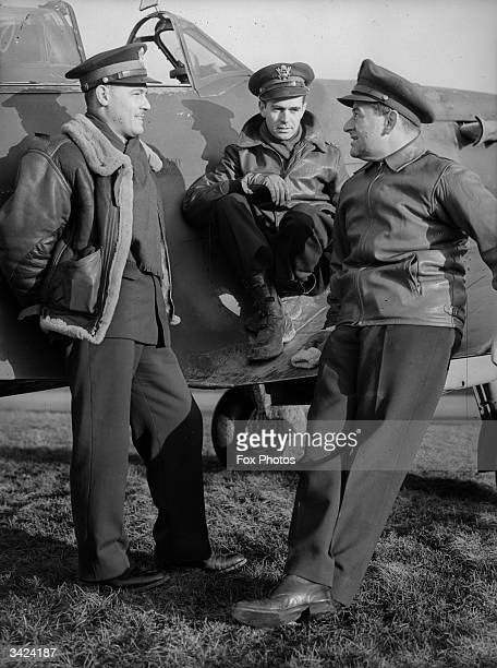 Lieutenant W J Stangel Captain Thomas Wallace and American film director Major William Wyler all of the US Army Air Corps discuss tactics Wyler...