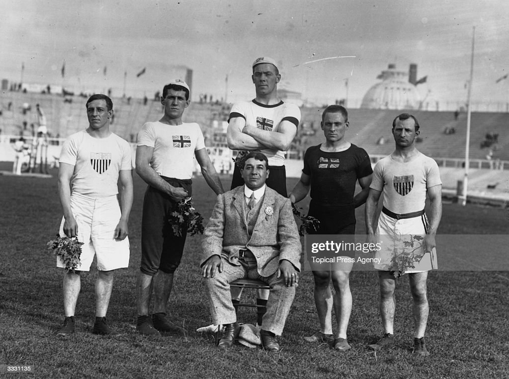 British and American Olympic wrestling champions of 1908 holding symbolic branches.