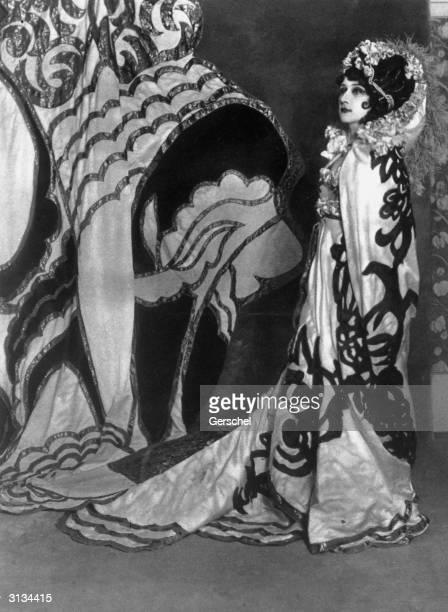 Tamara Karsavina as Salome in the ballet 'La Tragedie de Salome' at Drury Lane London with music by Florent Schmitt Costumes by Sergey Sudeikin based...