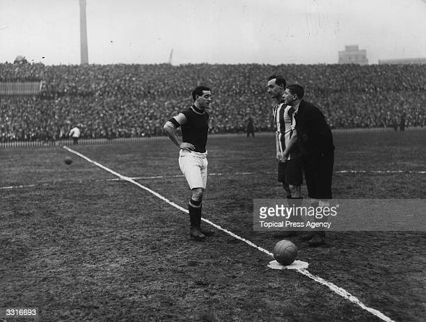 Captains Boyle of Burnley and Utley of Sheffield United call the toss in front of referee M H H Taylor before the kick off of their FA Cup SemiFinal...