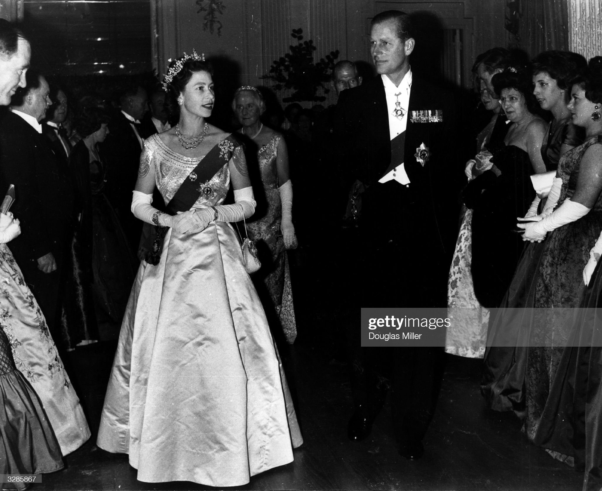 The Queen At Ball : News Photo