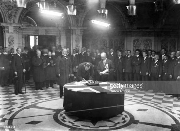 Leader of the Unionists and founder of the paramilitary Ulster Volunteers Edward Carson signing the Solemn Oath of the Covenant in Belfast in protest...