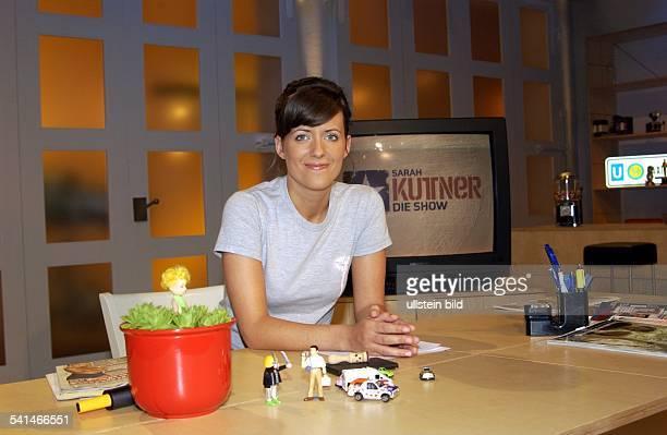Journalistin DModeratorin bei 'Viva'am Schreibtisch im Studio bei 'Sarah Kuttner die Show Porträt