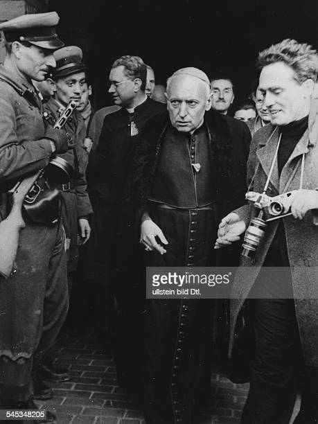 *29031892Theologe Kardinal Primas von Ungarn Erzbischof von Esztergomach seiner Befreiung durch dieAufständischen in Budapest