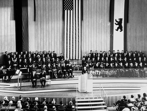 *Politiker Demokraten USA35 USPräsident 19611963Trauerfeier des Konvents der Freien Universität Berlin im Audimax