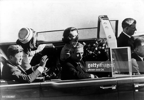 *Politiker Demokraten USA35 USPräsident 19611963mit seiner Ehefrau Jacquelinge und Gouverneur Conally kurz vor dem Attentat in Dallas Texas