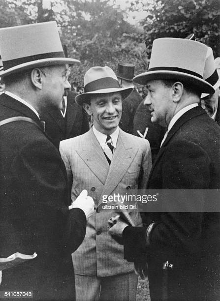 *29101897Politiker NSDAP D auf der Rennbahn Berlin Hoppegartenim Gespräch mit dem französischenBotschafter Andre FrancoisPoncet und Monsieur Boussac...