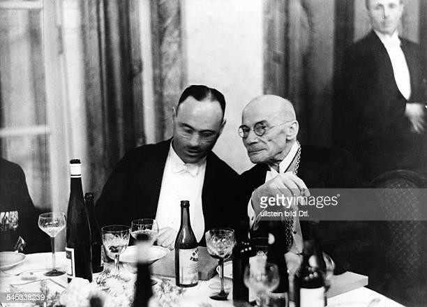*29121863Mediziner Internist DRektor der Universität Berlinmit Staatssekretär Richter während einer Feier zum 80 Geburtstag von Prof Hans Delbrück...