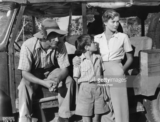 Meredith Edwards with William Simons and Dinah Sheridan on location for the film 'Where No Vultures Fly' directed by Harry Watt for Ealing Studios...