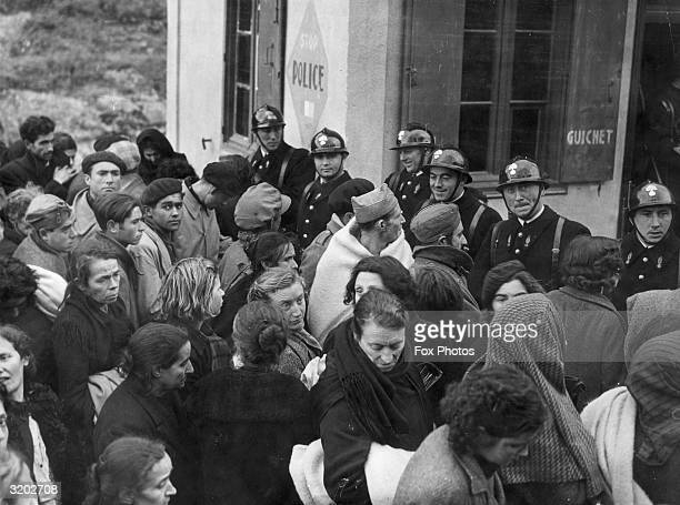 Crowd of refugees hoping to cross the border into France to escape the Spanish Civil War.