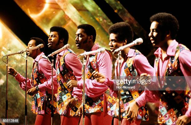 29th MARCH: TOP OF THE POPS Photo of TEMPTATIONS and Damon HARRIS and Dennis EDWARDS and Melvin FRANKLIN and Otis WILLIAMS and Richard STREET, L-R:...