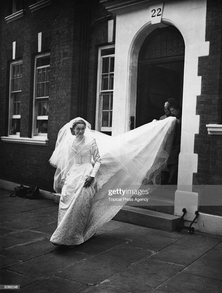 Bride Leaves Home : News Photo
