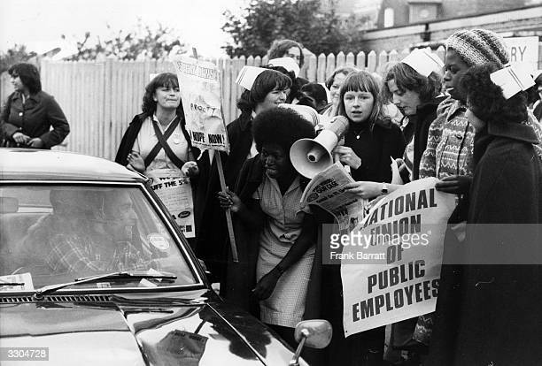 Nurses outside Saint Andrews Hospital picketing a car