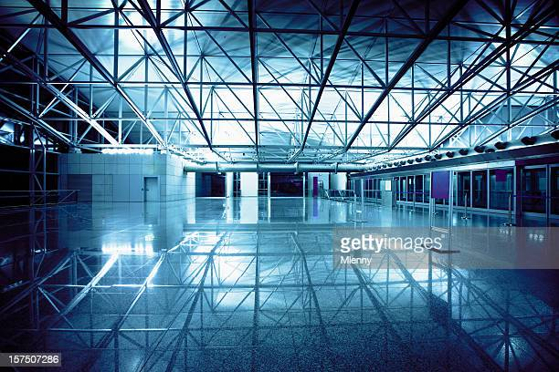 2 am flughafen-terminal - tor konstruktion stock-fotos und bilder