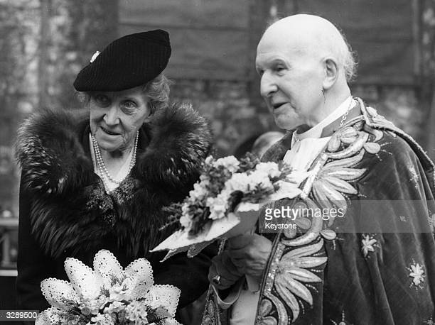 Princess Marie Louise a granddaughter of Queen Victoria with the retiring Archbishop of Canterbury Cosmo Gordon Lang at the distribution of Maundy...
