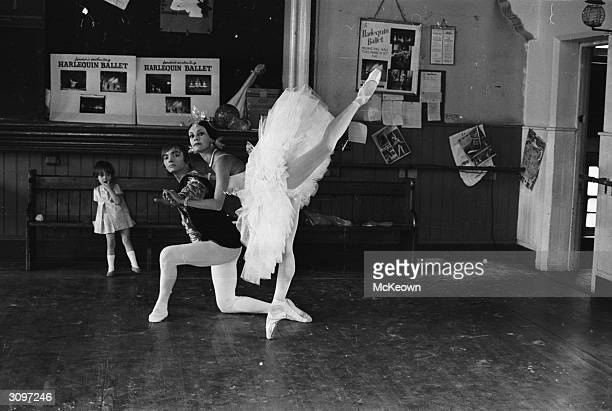 Ballet dancers Jelko Yuresha and Belinda Wright rehearse a pas de deux watched by little Annabel Lisa