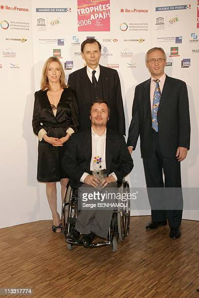 2Nd Ceremony Of Awards Apajh - On February 3Rd, 2006 - In Paris, France - Here, Trophy Accessibilitty Of The Town City Hall Of Metz - The Laureates...