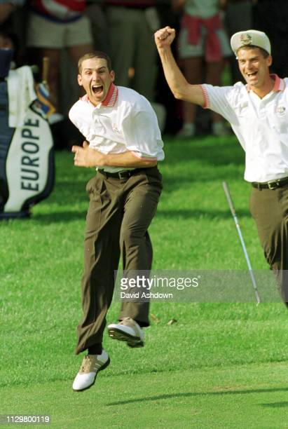 2nd DAY FOURBALLS 25/9/99. GARCIA JUMPS AFTER PARNEVIC CHIPS IN AT THE 12th.