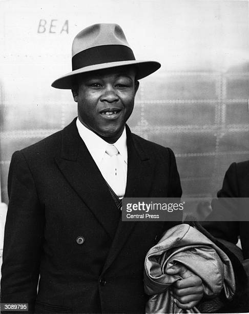 Ex-world welterweight champion boxer Kid Gavilan, known as the 'Cuban Hawk', arriving in London for a forthcoming fight against Peter Waterman whom...