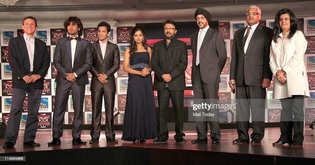 2nd from left - Sonu Nigam , Aditya Narayan , Shreya Ghoshal
