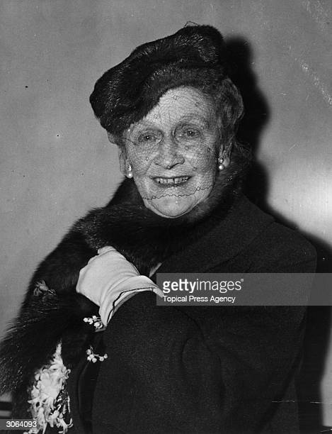 American born British politician Nancy Astor ; she succeeded to her husband's seat and became the first woman to sit in the House of Commons.