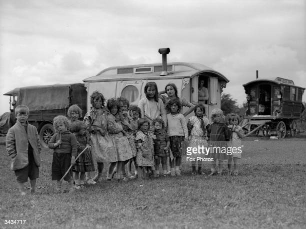 Gypsy children and their caravans on Epsom downs