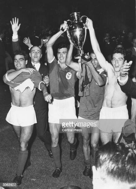 The players of the portuguese football club Benfica celebrate with the European cup trophy after their 32 victory over Barcelona in the European Cup...